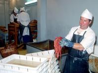 По его данным, в этом году японцы выловили очень мало красной рыбы в море и теперь проявляют ажиотажный спрос на икру, произведенную на российском Дальнем Востоке