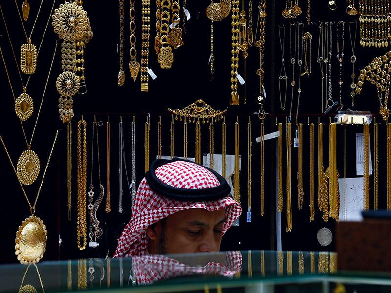 Саудовские миллионеры и миллиардеры уже активно ведут переговоры с банками, управляющими компаниями, финансовыми консультантами и инвестиционными группами, чтобы перевести активы в наличные деньги или ликвидное имущество за границей