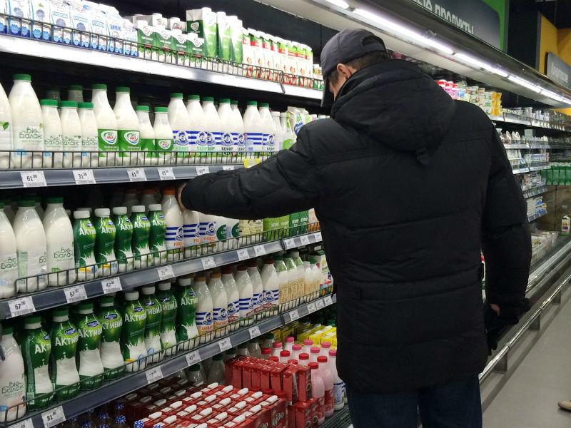 Продажи молочных продуктов в России за 12 месяцев, закончившихся в сентябре 2017 года, уменьшились на 4,7% в натуральном выражении
