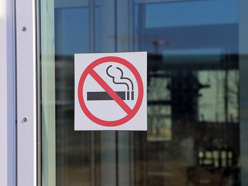 Минтруд России не получал предложений сократить рабочий день для некурящих с 40 до 35 часов в неделю. В министерстве сомневаются, что можно установить некурящих сотрудников, не ущемив ничьих прав