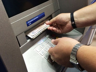 В России впервые отмечено сокращение  объема снятия наличных в банкоматах