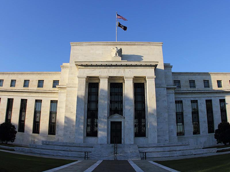 Федеральная резервная система США повысила базовую процентную ставку на 25 базисных пунктов - до 1,25-1,5% годовых