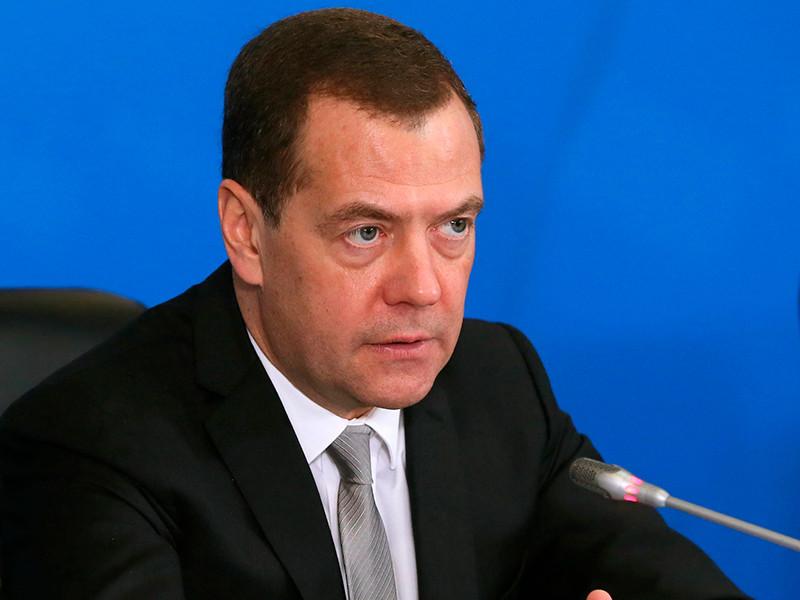 Медведев в очередной раз поручил увязать вознаграждения топ-менеджеров госкомпаний с эффективностью