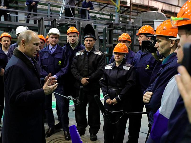 """Президент РФ Владимир Путин во время встречи с рабочими Тверского вагоностроительного завода заявил, что несоответствие МРОТ прожиточному минимуму несправедливо и """"искривляет рынок труда"""""""