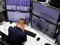 Снижение доллара объяснили запасами нефти и торговой войной
