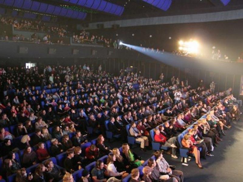 Доходы от так называемых афишных мероприятий (концерты, спектакли и т.п.) выросли с 82 млрд рублей в 2016 году до 91 млрд рублей в 2017 году