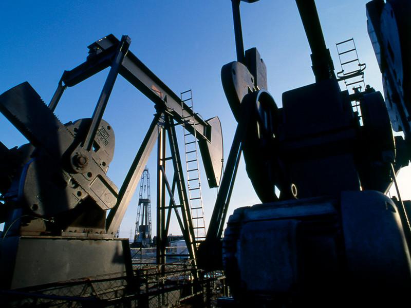Нефть дешевеет из-за опасений роста предложения