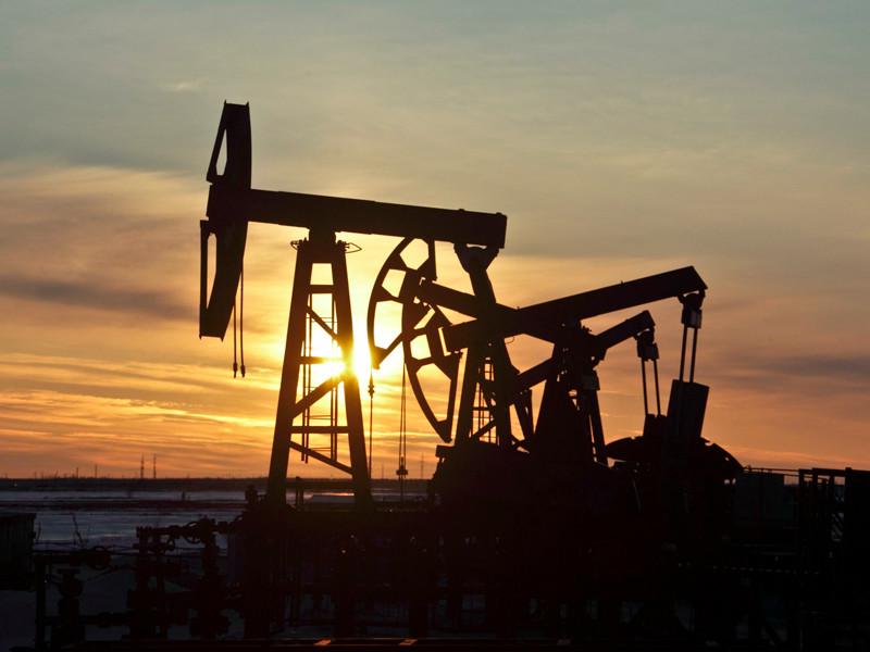 Цены на нефть опустились к минимумам за семь недель