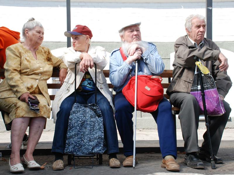 Базовая версия макропрогноза ВЭБа предсказывает начало повышения пенсионного возраста в России с 2020 года