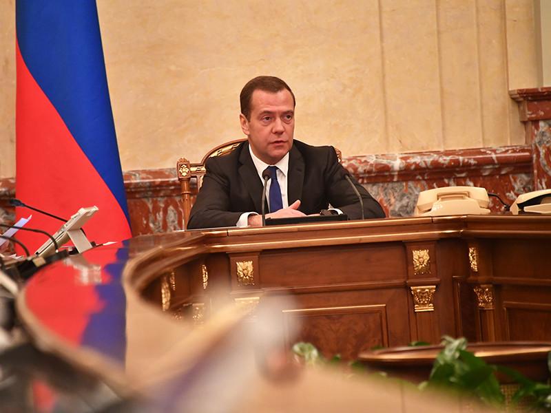 Медведев: на реализацию нового майского указа Путина нужно не менее 8 трлн рублей