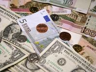 Рубль   снизился к доллару и евро  вслед за падением мировых цен на нефть