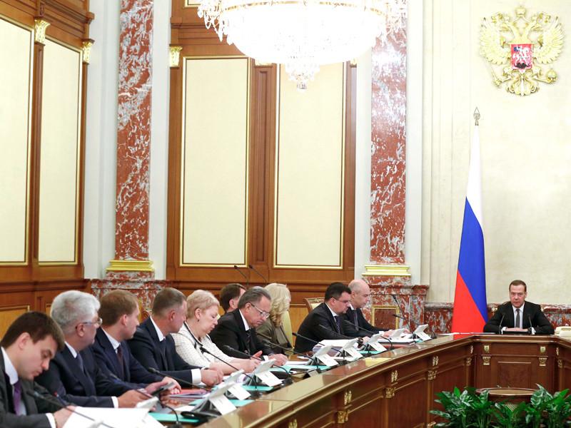 Правительство России собралось 14 июня, чтобы обсудить параметры предстоящей пенсионной реформы. Премьер Дмитрий Медведев привел подробности того, как власти будут повышать пенсионный возраст до 65 лет для мужчин и до 63 - для женщин