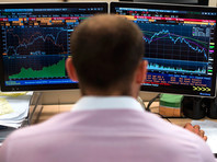 На фоне новой торговой войны ведущих игроков глобального рынка инвесторы ускорили бегство из России и других развивающихся стран. Непрерывный отток средств с российского рынка продолжается восьмую неделю подряд, и за это время клиенты вывели из фондов почти 1,8 млрд долларов