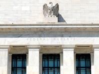 Как и три года назад, сейчас бегство инвесторов происходит на фоне реального ужесточения денежно-кредитной политики ФРС. На прошлой неделе американский регулятор поднял базовую процентную ставку на 0,25 процентного пункта, до 1,75-2% годовых, а также выступил еще за два повышения ставки до конца года