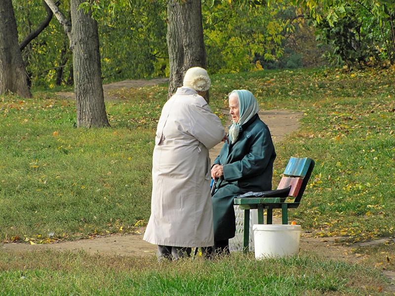 Ожидаемая продолжительность жизни на пенсии первого поколения россиян, которые достигнут увеличенного пенсионного возраста - 65 лет (мужчины) и 63 года (женщины), - составит 14,5 года для мужчин и примерно 23 года для женщин