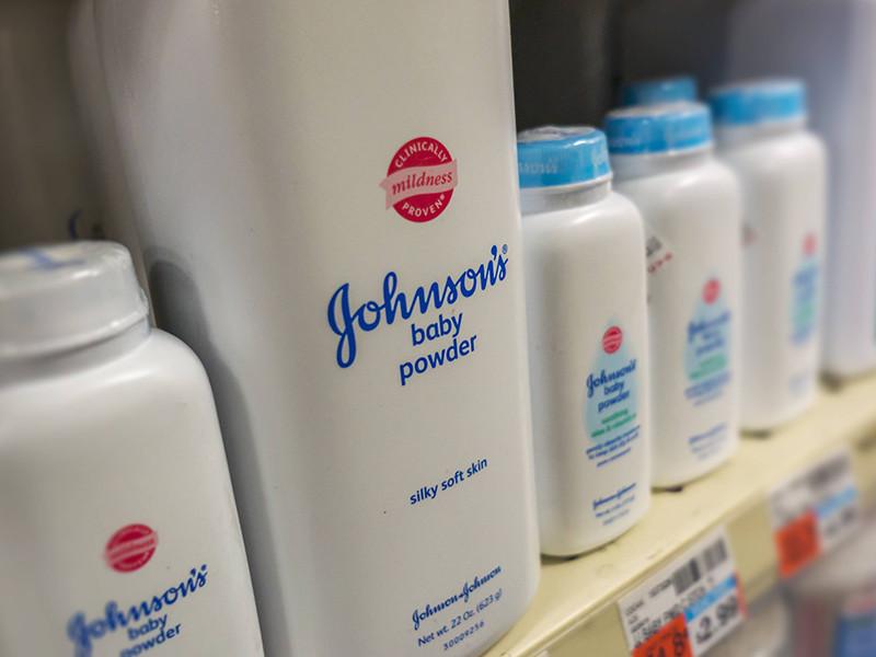 Суд присяжных в американском городе Сент-Луис (штат Миссури) обязал концерн Johnson & Johnson выплатить примерно 4,69 миллиарда долларов 22 женщинам, которые заявили, что продукция компании вызывает рак, о чем они не были предупреждены