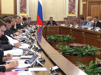 На заседании кабмина в среду Медведев рассказал, что 29 октября обсуждал с коллегами цены на бензин и поручил в течение двух дней подготовить конкретные предложения, что делать дальше, для того чтобы ситуация на рынке стала контролируемой