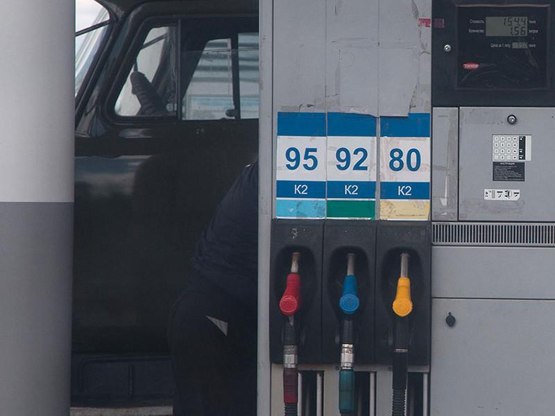 Независимые АЗС после соглашения нефтяников с правительством РФ о заморозке цен на бензин попали под угрозу закрытия