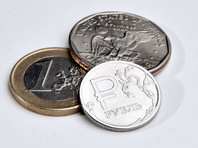 Российская валюта на этом фоне умеренно снижается к доллару и евро. В частности, курс доллара в пятницу подрос на 44 копейки, до 66,06 рубля, а курс евро - на 10 копеек, достигнув отметки в 74,95 рубля