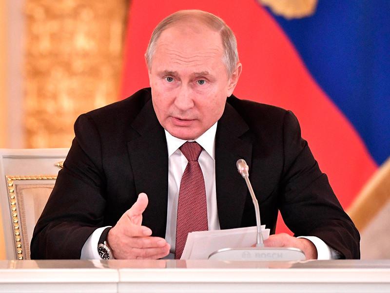 Президент России Владимир Путин подписал закон о введении налогового режима для самозанятых граждан