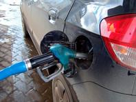 """Повышение цен затронуло ряд крупнейших розничных продавцов топлива в Москве. На АЗС """"ТНК-Столица"""" стоимость АИ-95 выросла до 45,66 рубля (24 декабря средняя стоимость этой марки бензина на АЗС """"ТНК-Столица"""" составляла 45,56 рубля). На заправках """"Роснефти"""" АИ-95 поднялся до 45,77 рубля. (45,63 рубля - 24 декабря)"""