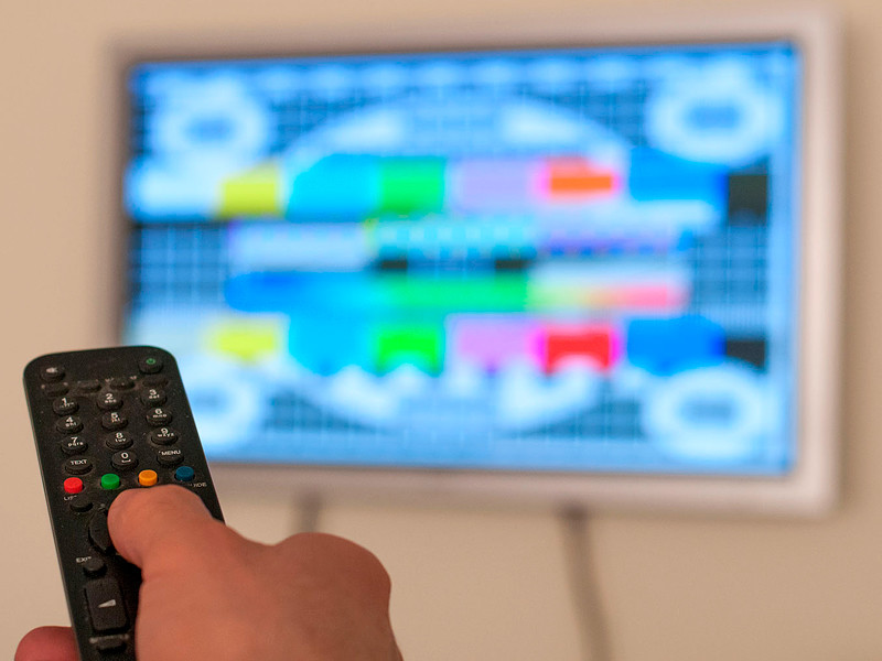 Реклама в интернете впервые по итогам года оттеснила телевидение по объемам выручки