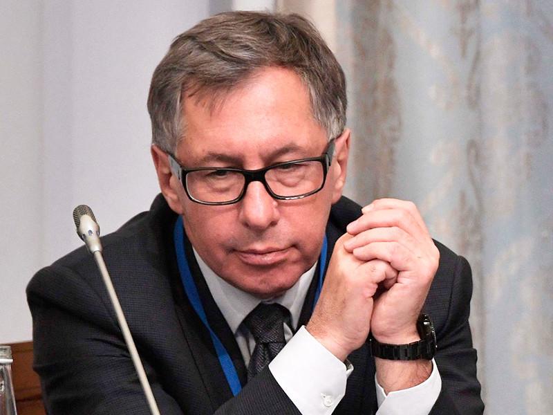 Петр Авен по совету Путина пытался связаться с командой Трампа, чтобы защититься от санкций, говорится в докладе Мюллера