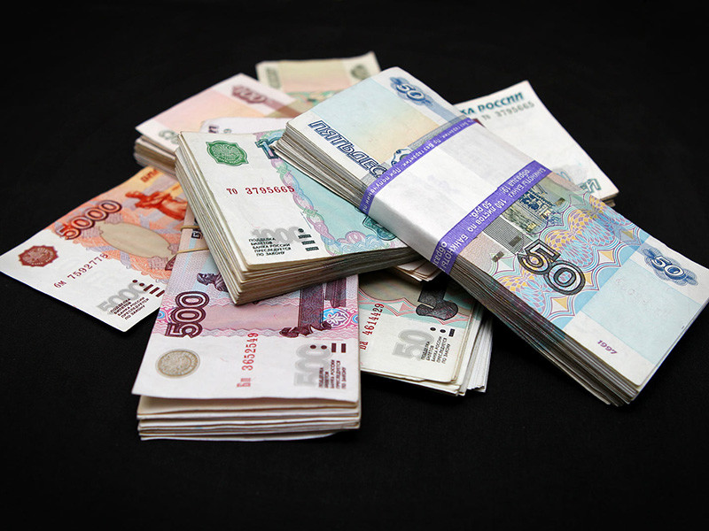 Российской семье, чтобы свести концы с концами, требуется минимальный доход в 58,5 тысячи рублей, при этом 79,5% семей испытывают трудности с тем, чтобы купить самое необходимое