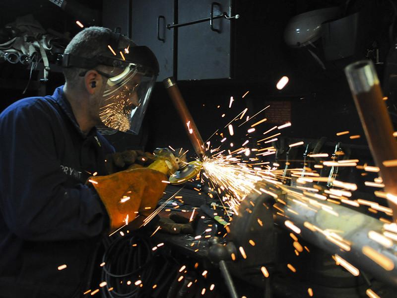 Специалисты по поиску персонала сталкиваются с нехваткой претендентов на позиции квалифицированных рабочих со средним или средне-специальным образованием (43%) и квалифицированных специалистов с высшим техническим образованием (41%), показали результаты исследования компании HeadHunter