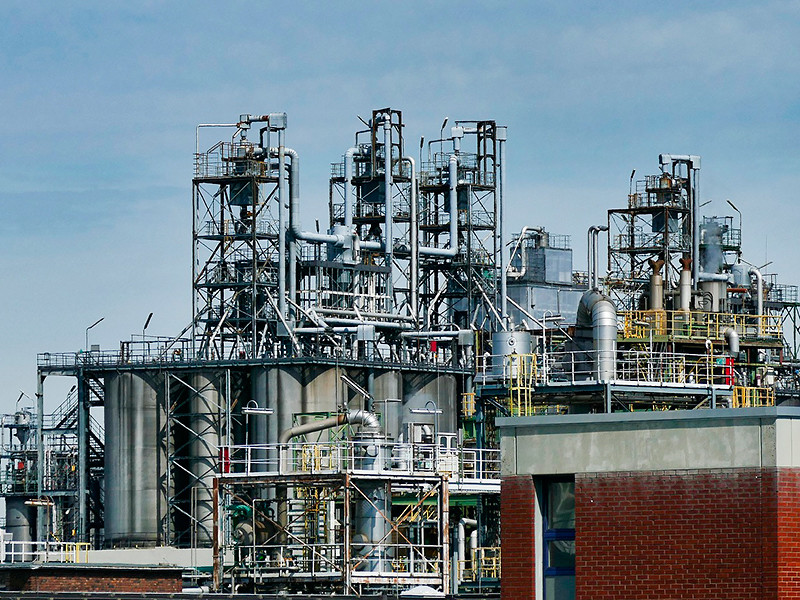 Цены на нефть взлетели из-за террористических атак дронов на нефтяные заводы Саудовской Аравии, прекративших добычу и экспорт