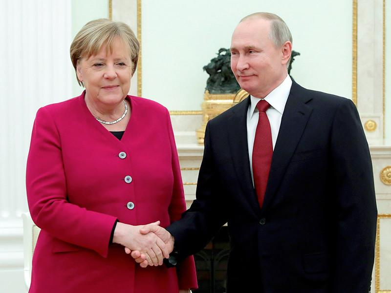 """Канцлер ФРГ Ангела Меркель и президент России Владимир Путин заявили о необходимости достроить газопровод """"Северный поток - 2"""", против которого в конце минувшего года были введены американские санкции"""