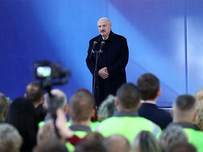 """Президент Белоруссии Александр Лукашенко заявил о готовности отбора транзитной нефти из нефтепровода """"Дружба"""", если Россия не поставит утвержденный балансом объем нефти"""