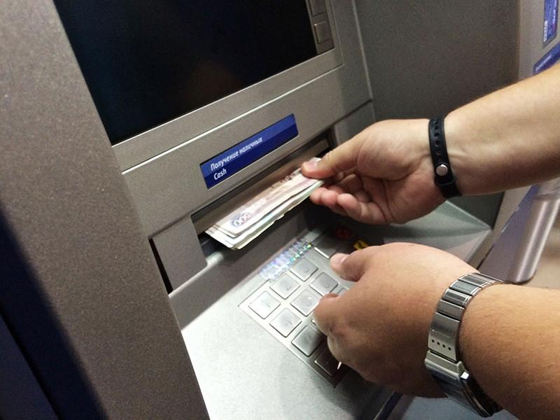 Центробанк рекомендовал ограничить выдачу наличных денег в банкоматах из-за коронавируса