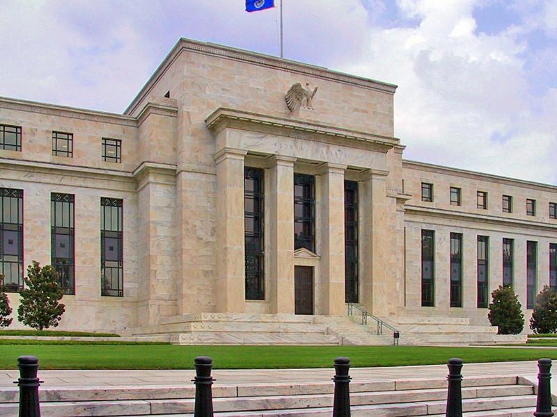 Федеральная резервная система США экстренно снизила учетную ставку до минимального уровня - 0-0,25% годовых