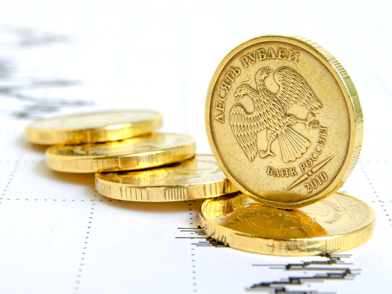 Рубль продолжает дешеветь к доллару