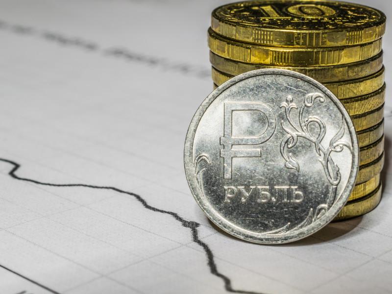 После падения курса рубля в России прогнозируют подорожание электроники, одежды и лекарств