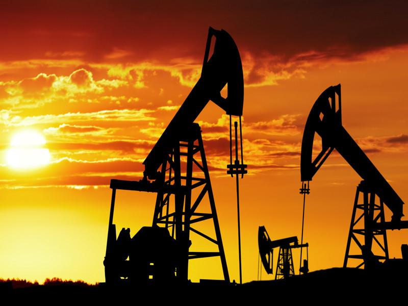 Россия и Саудовская Аравия договорились о новой сделке по сокращению добычи нефти на 20 млн баррелей в сутки (20% мирового рынка). Об этом сообщает Reuters со ссылкой на представителя российской стороны на переговорах и представителя ОПЕК