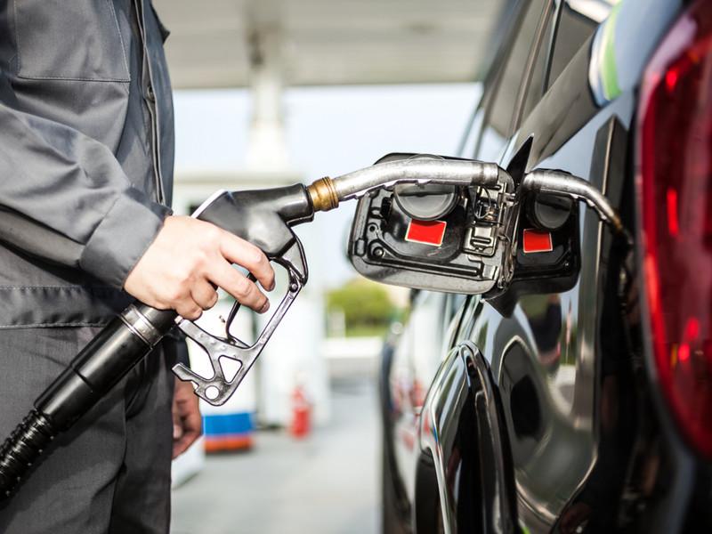 Правительство готовит запрет на импорт дешевого бензина в Россию