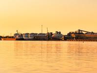 Нефтехранилища в порту литовского города Клайпеда