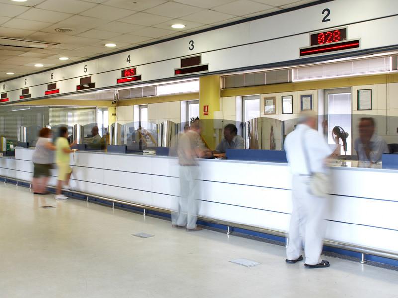 «Коммерсант»: перевозчикам в РФ разрешат выдавать пассажирам ваучеры вместо возврата денег за купленные билеты