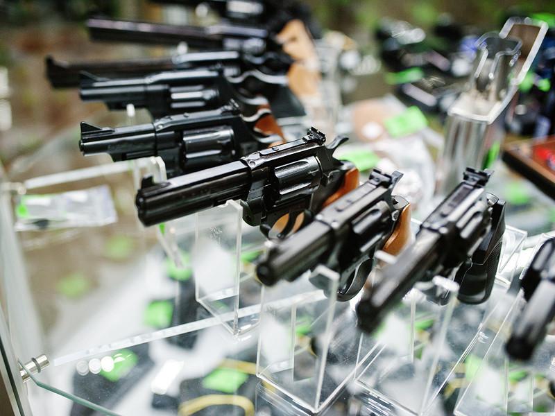 В США на фоне беспорядков и пандемии растут акции производителей оружия