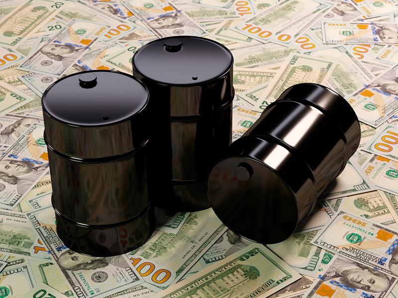Цена нефти Brent упала на 6,6% на сообщении о рекордных запасах в США