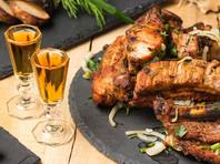 Роскачество признало самыми опасными продуктами свиной шашлык, коньяк, глазированные ванильные сырки, самыми безопасными - водку и растительное масло