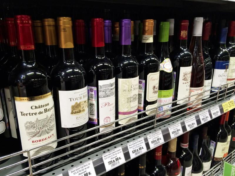 ВЦИОМ: более половины россиян заявили, что не пьют вино
