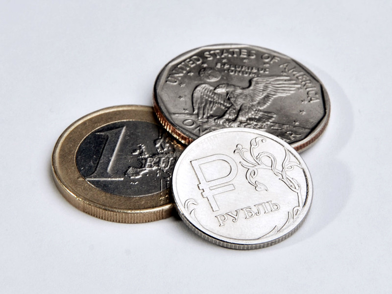 Курс евро на Мосбирже превысил 91 рубль впервые с февраля 2016 года. Доллар поднялся выше 78 рублей