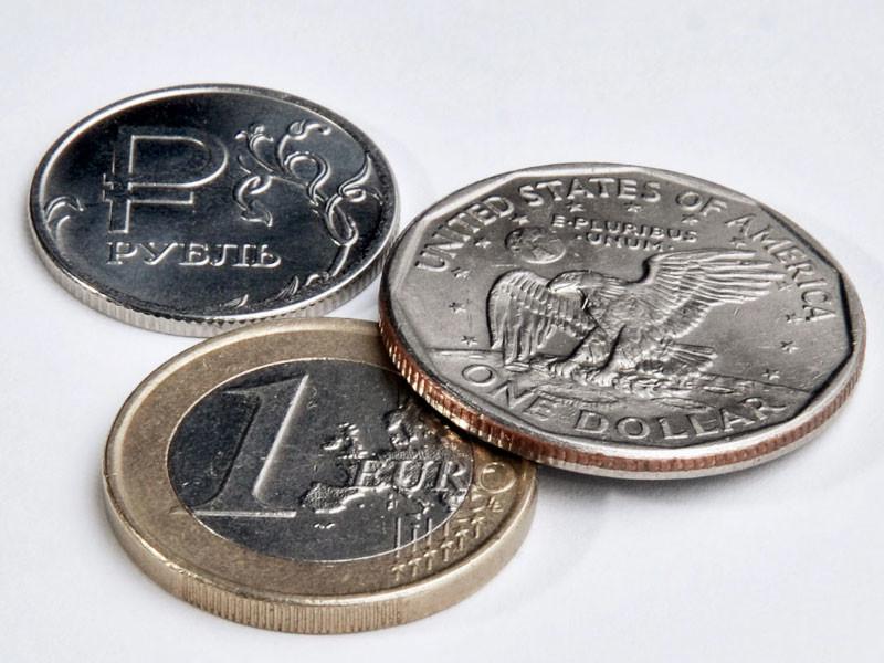 Евро подорожал до 94 рублей впервые за шесть лет, доллар - до 80 рублей