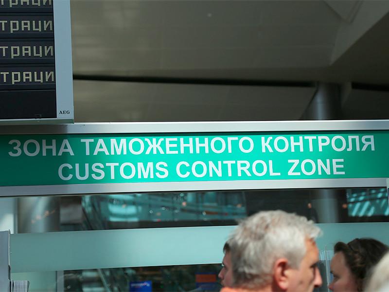 По данным Федеральной службы судебных приставов, число россиян, которым запрещён выезд из страны из-за невыплаченных долгов, достигло четырёх миллионов ста тысяч