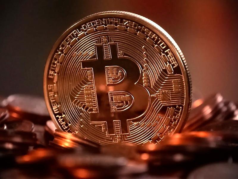 Стоимость биткоина в ходе торговой сессии выросла на 2,02%, до 57,11 тысячи долларов. Об этом свидетельствуют данные портала Coindesk на 15:29 по московскому времени