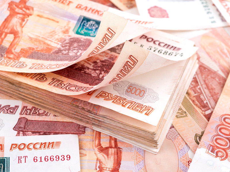 Россияне назвали профессии, зарплаты в которых считают неоправданно высокими. Чаще всего участники опроса называли политиков (79%) и банкиров (61%), их же зарплаты сочли слишком высокими и в мире - 74 и 41% соответственно