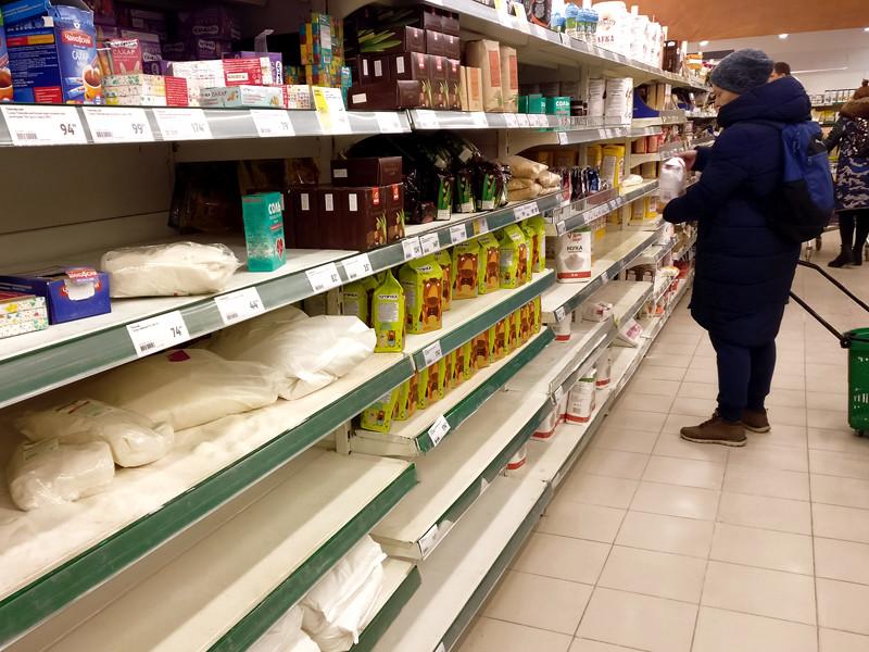 Но ритейлеры уже сейчас обеспокоены ситуацией, ведь за год цены на сахар у небольших сетей выросли на 60%. По мнению региональных ритейлеров, речь идет об искусственном создании дефицита